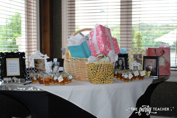 Bee Party by The Party Teacher - Gift Table