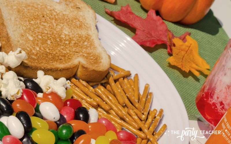 Charlie Brown Thanksgiving Party by The Party Teacher-dessert plate