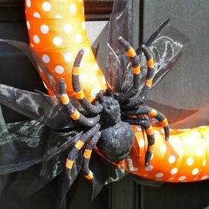 Tutorial: Polka Dot Spider Halloween Wreath