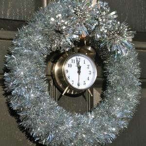 Tutorial: Tick-Tock Tinsel New Year's Eve Wreath