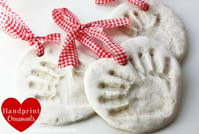 hand+print+ornaments by nest of posies