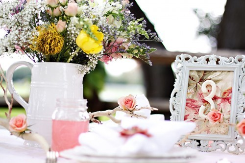 Shabby-Chic-Wedding-Table-500x333