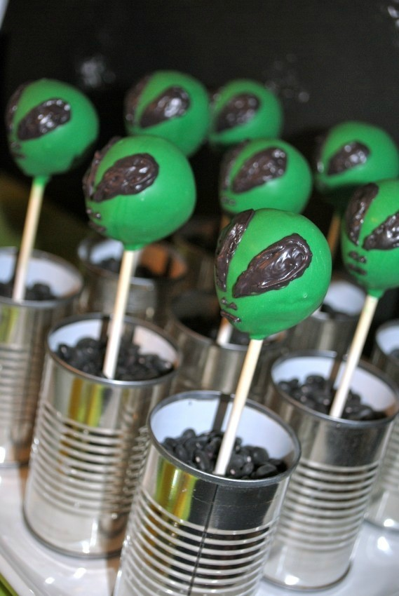 Alien Party - alien cake pops
