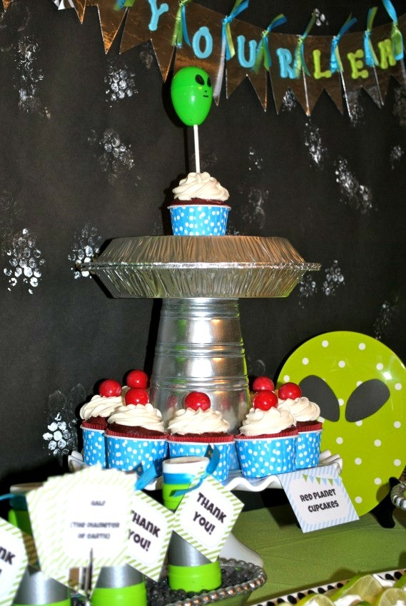 Alien Party - cupcake stand