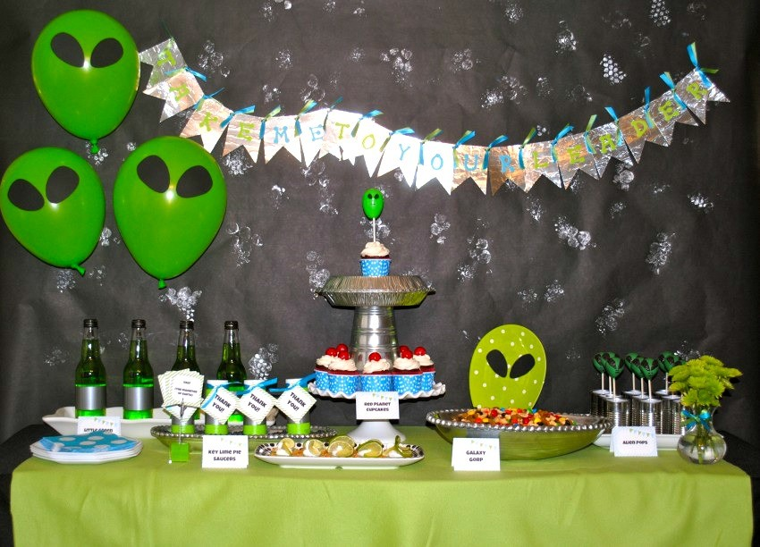 Alien Party dessert table