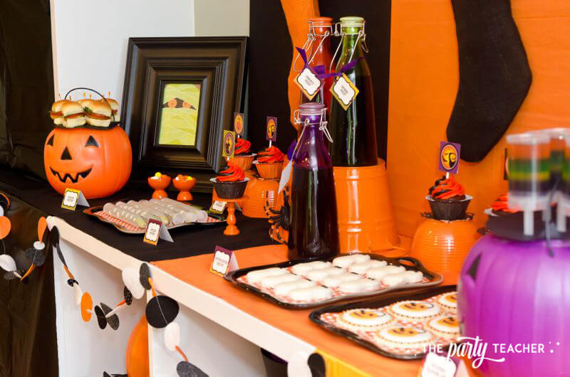Halloween Trick or Treat Party by The Party Teacher - funner and felt bunting