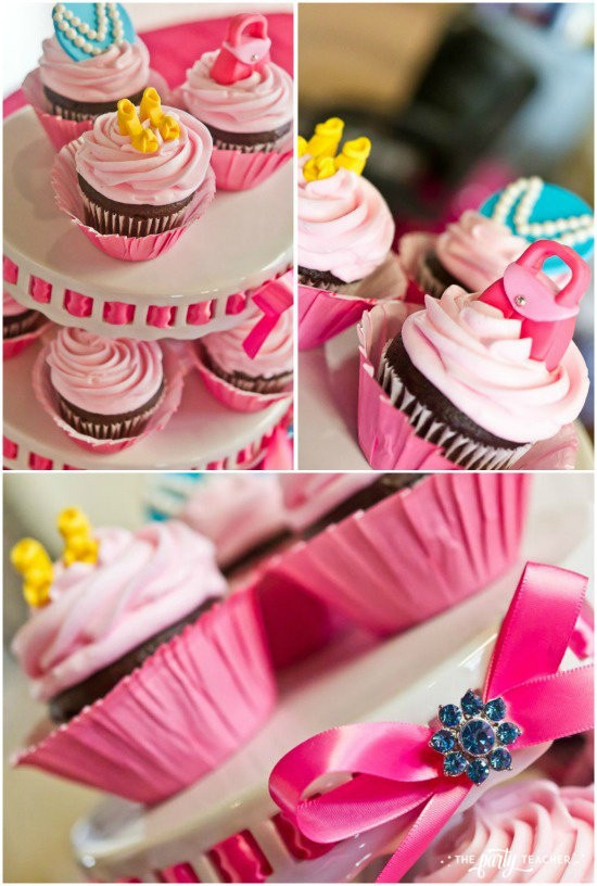 Dress Up Party by The Party Teacher - Cupcakes with fondant purse and shoes toppers