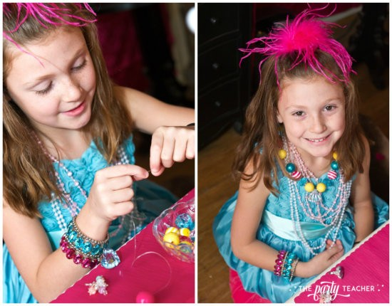 Dress Up Party by The Party Teacher - Necklace Craft