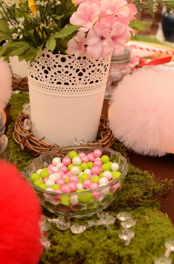 Woodland fairy birthday party by Ritzy Parties featured on The Party Teacher - table setting
