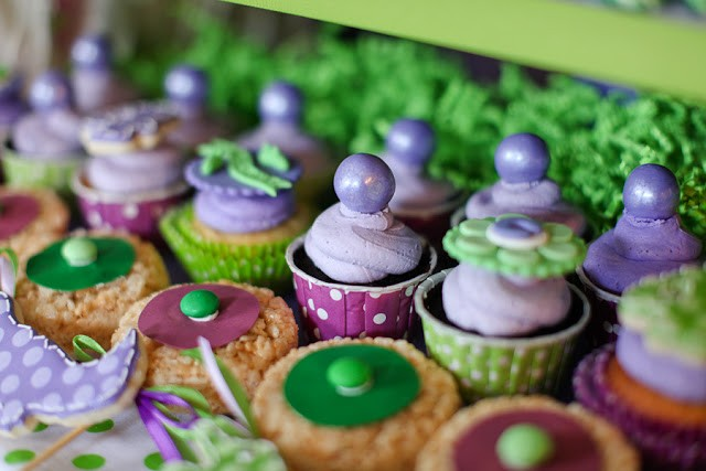Crocodile birthday party by PBD featured on The Party Teacher - cupcakes