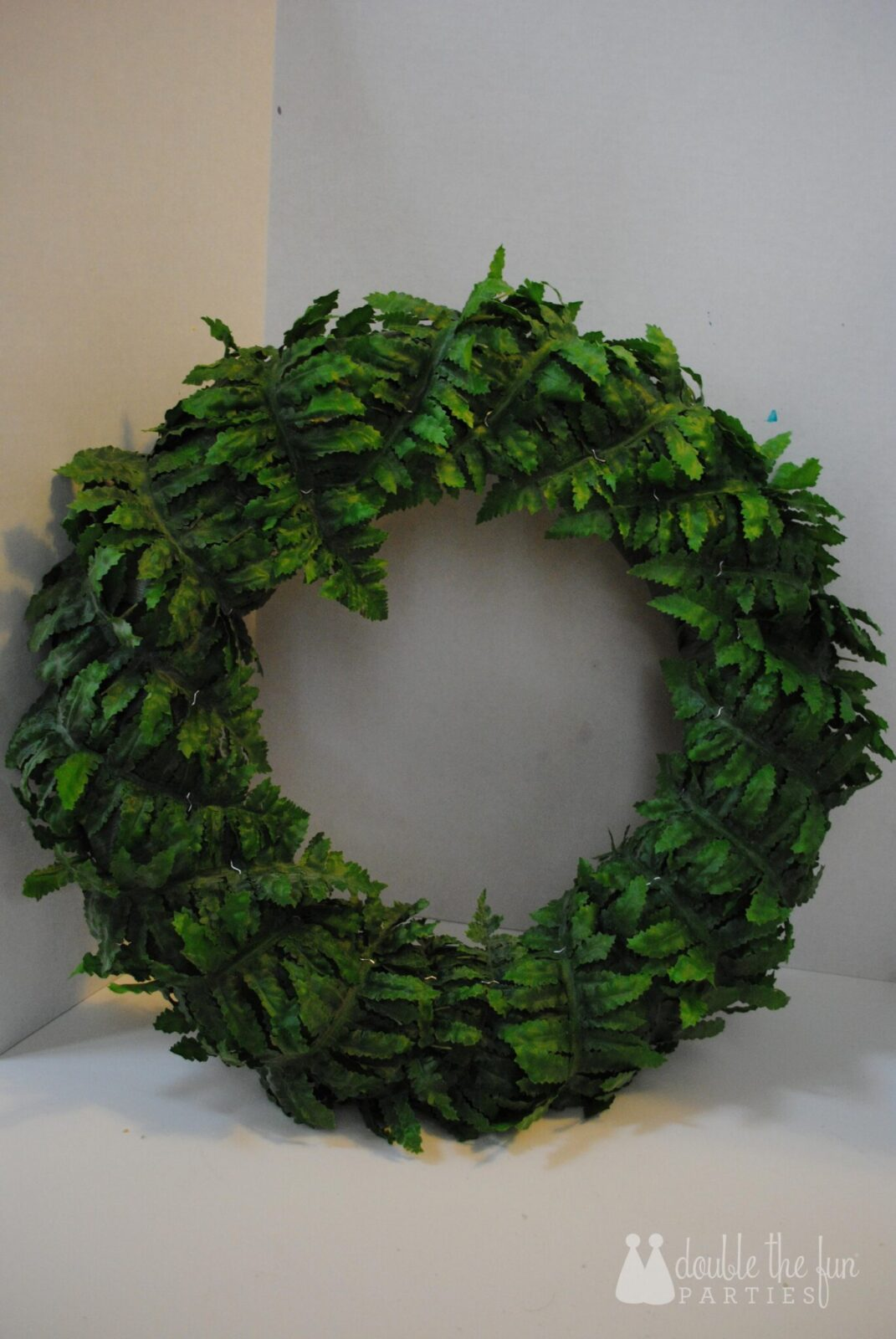 Tutorial Dinosaur And Fern Party Wreath The Party Teacher