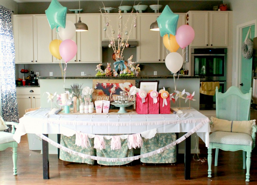 Country Fair Birthday Party by The Crafty Woman featured on The Party Teacher - party table