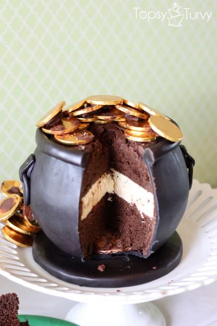 Topsy Turvy Pot 'O Gold Cake 3