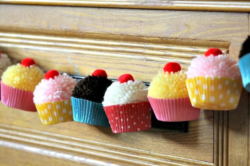 Cupake_Party_Cupcake_Yarn_Pompom_Garland