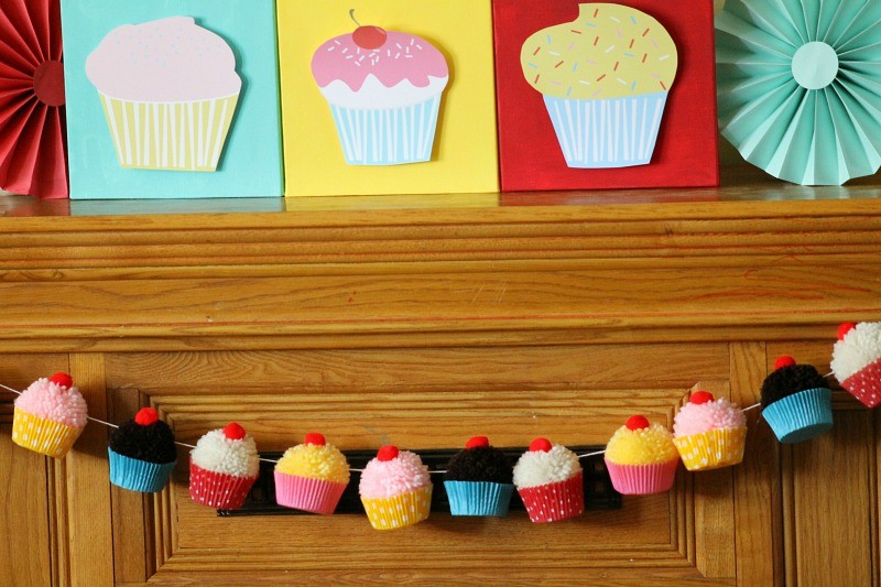 Cupcake_Party_Cupcake_Pompom_garland2