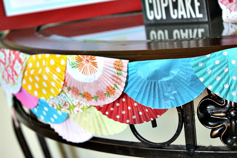 Cupcake_Party_Cupcake_Wrapper_Garland