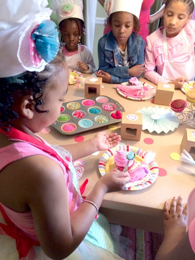 Cupcake_Party_Girls_Decorating_3