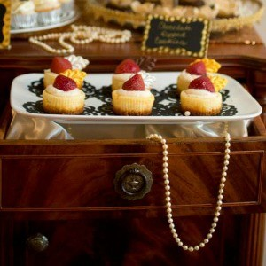 Guest Party: Great Gatsby Dessert Table