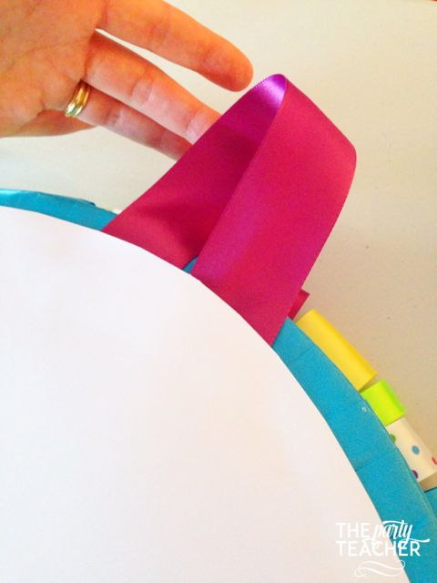 Here's the easy way to make a ribbon wreath - The Party Teacher 807
