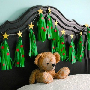 Tutorial: Christmas Tree Tissue Tassel Garland