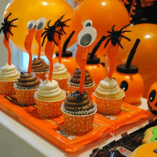 Halloween Party Candy Bar Serving Pieces + Easy Cupcake Toppers