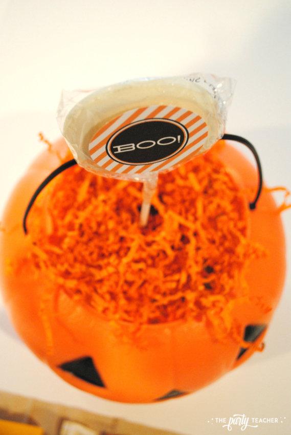 Halloween Candy DIY Centerpiece by The Party Teacher - lollipops