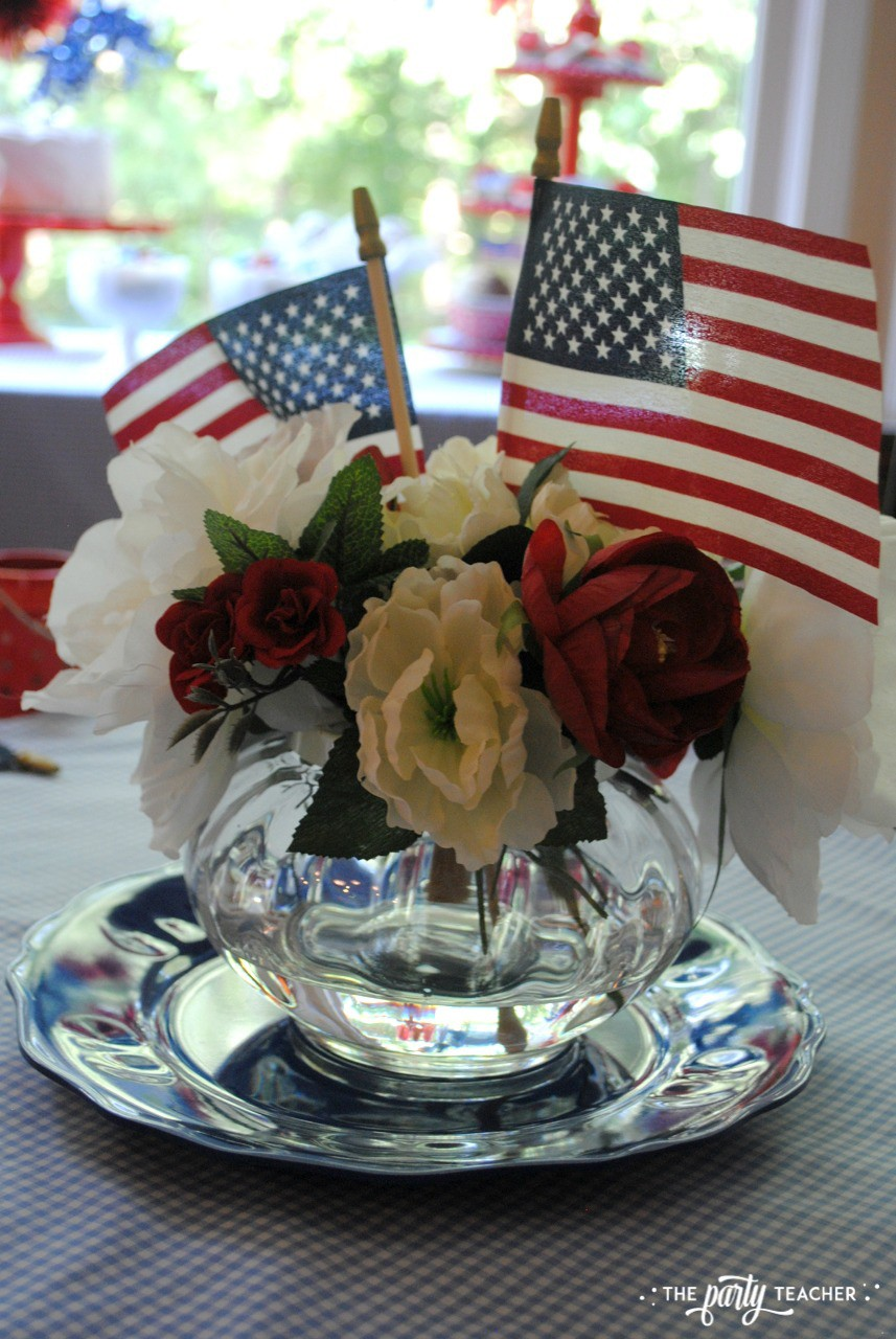 4th of July Kids Table by The Party Teacher - centerpiece