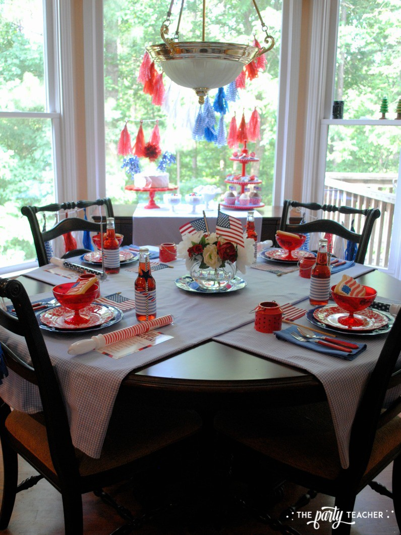 4th of July Kids Table by The Party Teacher - dining table