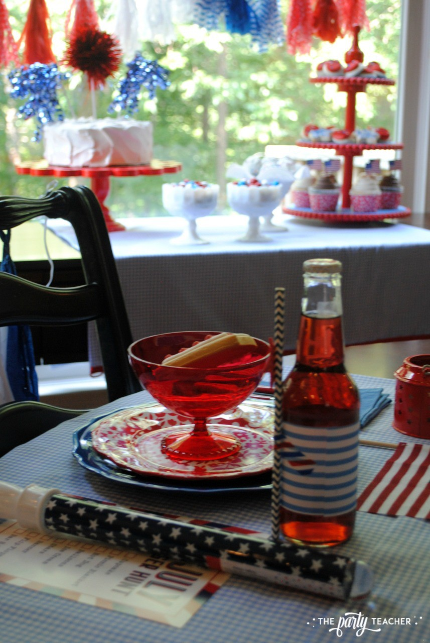 4th of July Kids Table by The Party Teacher - place setting and dessert table