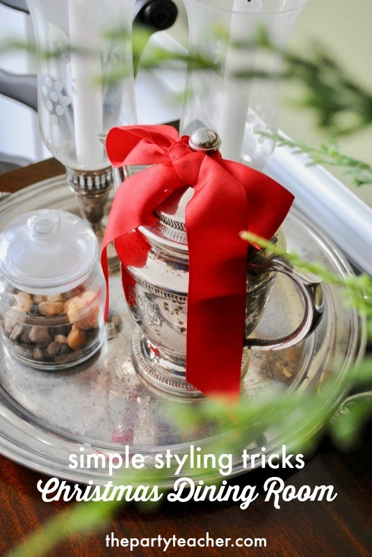 Simple styling tricks for your Christmas dining room by The Party Teacher