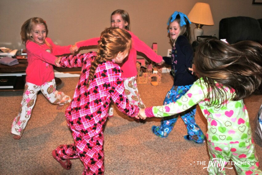 Girls Rule Slumber Party - girls dancing - The Party Teacher