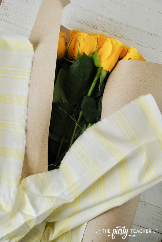 How to wrap a bouquet by The Party Teacher - 12