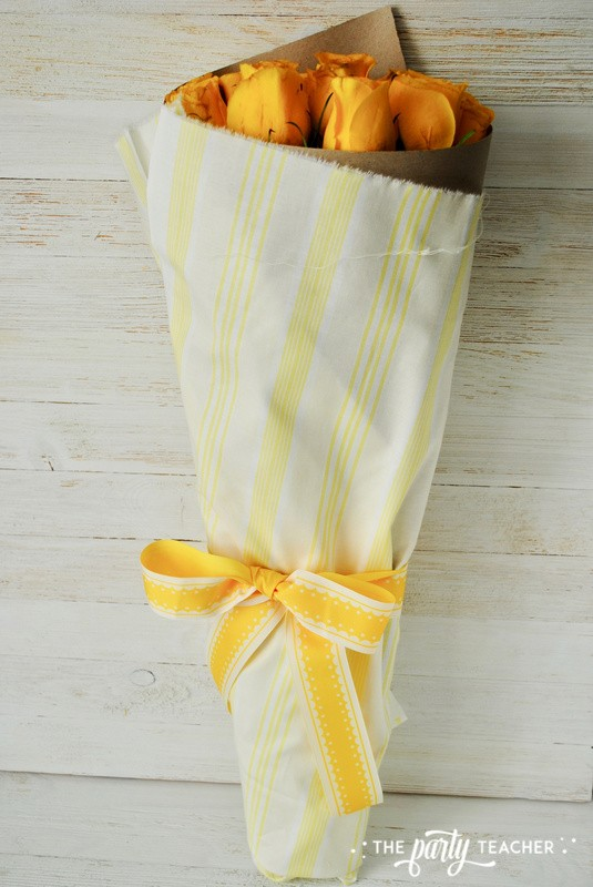 How to wrap a bouquet by The Party Teacher - 21