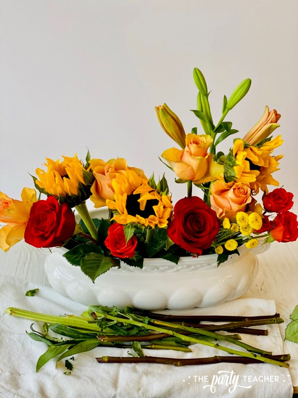 How to Arrange Flowers by The Party Teacher-WM10