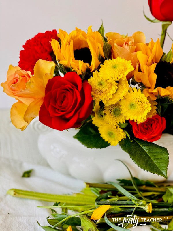 How to Arrange Flowers by The Party Teacher-WM13