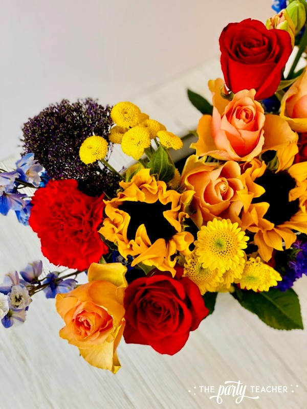 How to Arrange Flowers by The Party Teacher-WM28