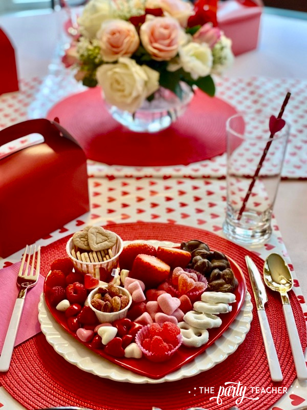 Valentine's place settings - The Party Teacher - 3
